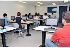 Um dos 11 laboratórios de informática da Faculdade Infórium de Tecnologia.