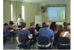 salas de aulas climatizadas e com recursos multimídia